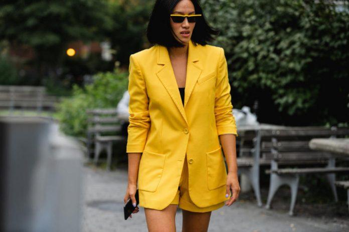 κίτρινο κοστούμι