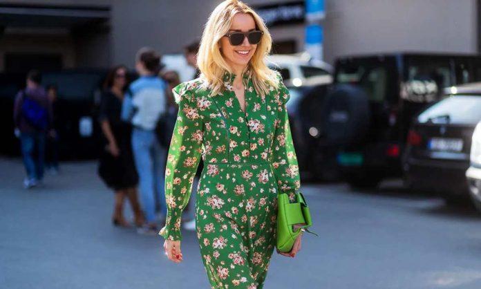 πράσινο εμπριμέ φόρεμα street style