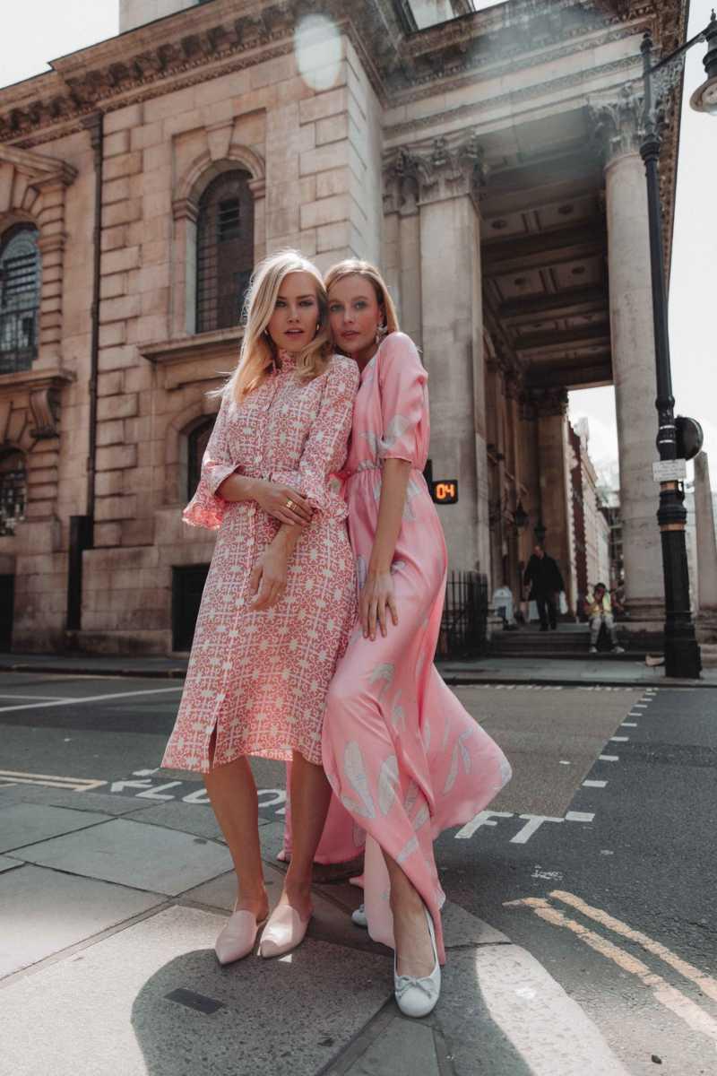 ροζ φόρεμα πρώτο ραντεβού στυλιστικά λάθη